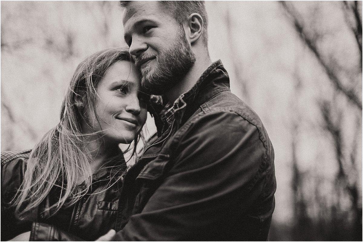 Sesja narzeczeńska, zdjęcia z sesji narzeczeńskiej, pomysły na sesję narzeczeńską, fotografia ślubna, fotograf ślubny, Wesele, plener ślubny, ślub, suknia ślubna, dodatki ślubne, buty ślubne, bukiety ślubne, obrączki ślubne