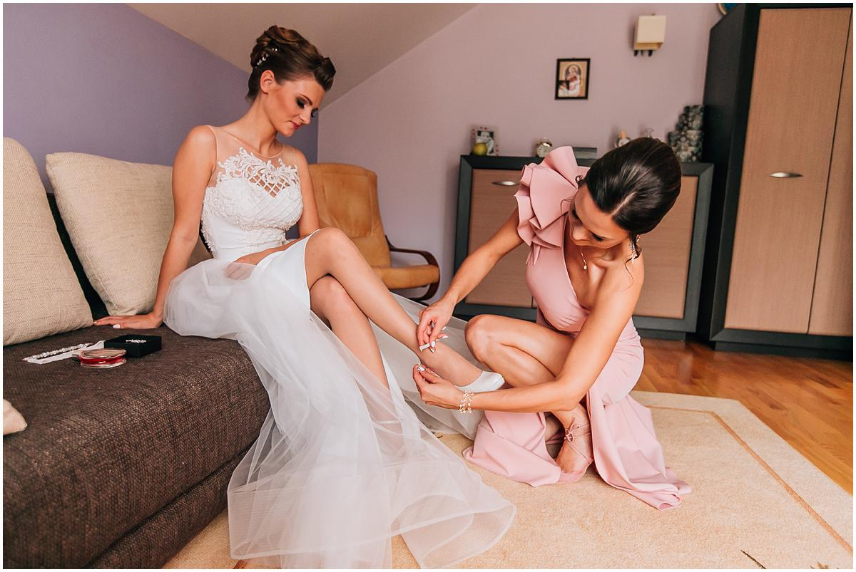 Ślub klasyczny, sala u Wiesława w Całowaniu, tradycyjny Ślub, Ślub z klasa, fotograf wesele, zdjęcia ślubne, fotograf wołomin, buty ślubne, sukienka ślubna, makeup ślubny chełmońska
