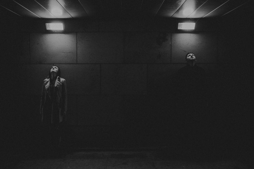 Sesja narzeczeńska Warszawa, pomysł na sesję narzeczeńską, Zdjęcia ślubne, Fotograf ślubny, Plener ślubny, sesja plenerowa ślubna, fotografia ślubna, Wesele, plener ślubny, ślub, suknia ślubna, dodatki ślubne, buty ślubne, bukiety ślubne, obrączki