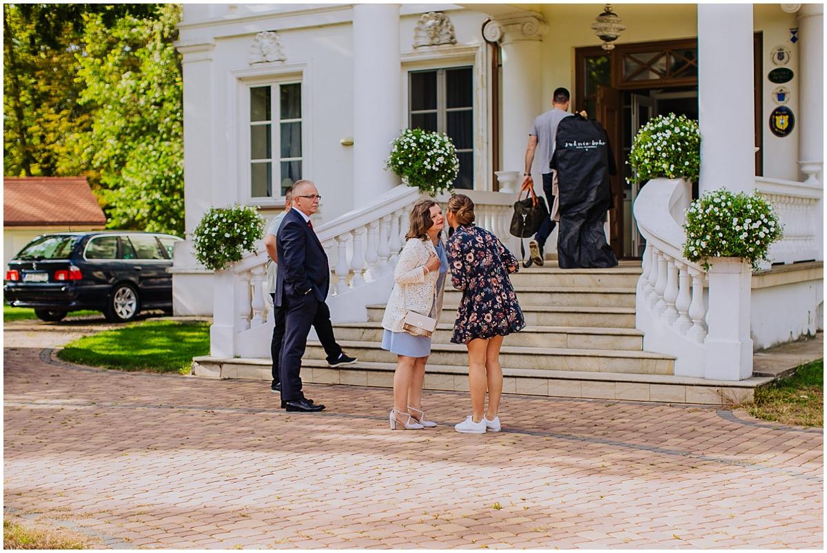 Ślub plenerowy w ogrodzie, Pałacu Żaków, Sesja ślubna w dniu ślubu, Eleganckie wesele